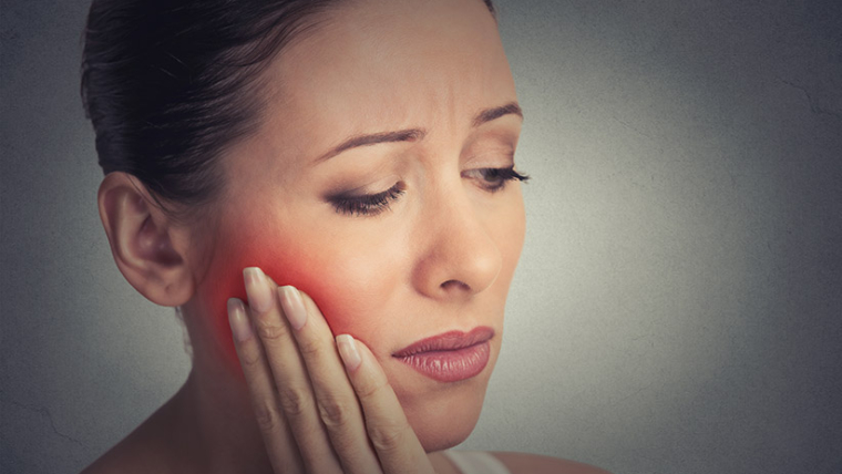 What are the symptoms of a tooth infection spreading